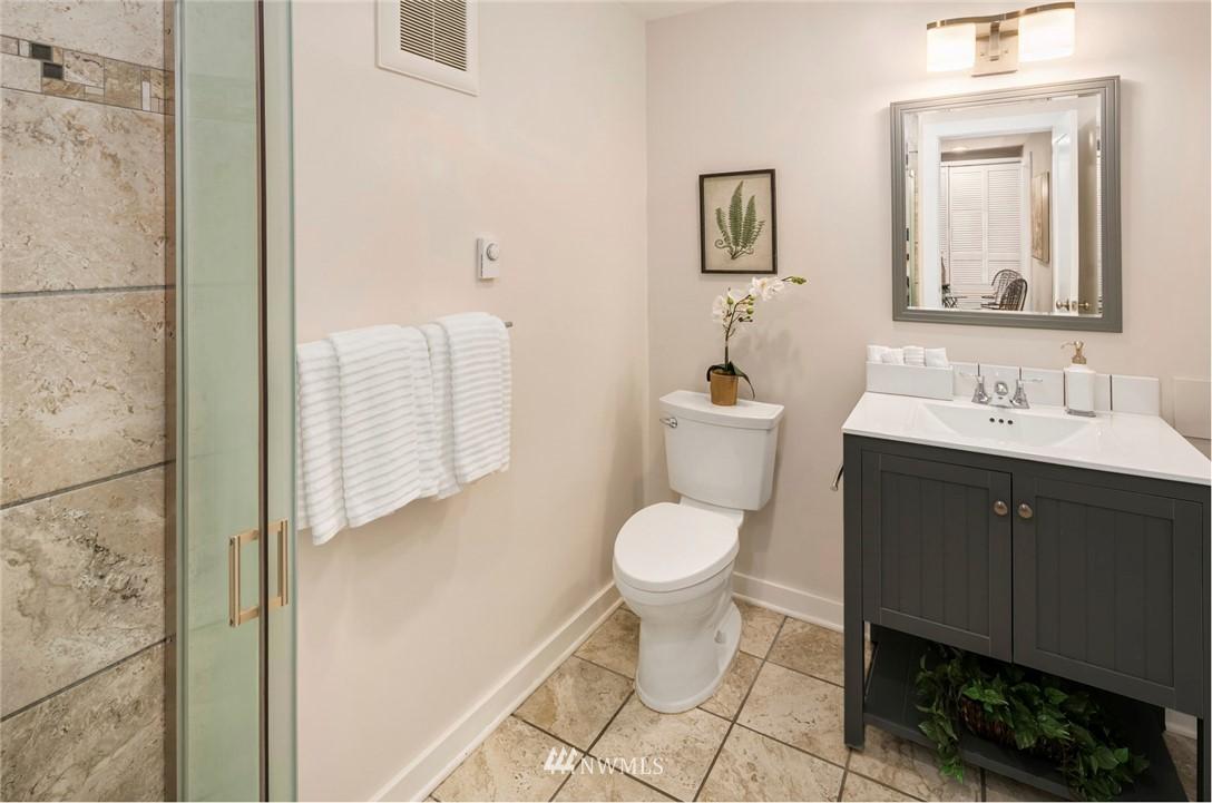 Sold Property | 7539 Brooklyn Avenue NE Seattle, WA 98115 24