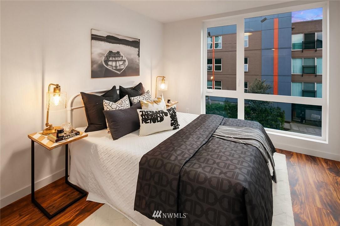 Sold Property   304 N 107th Street Seattle, WA 98133 14