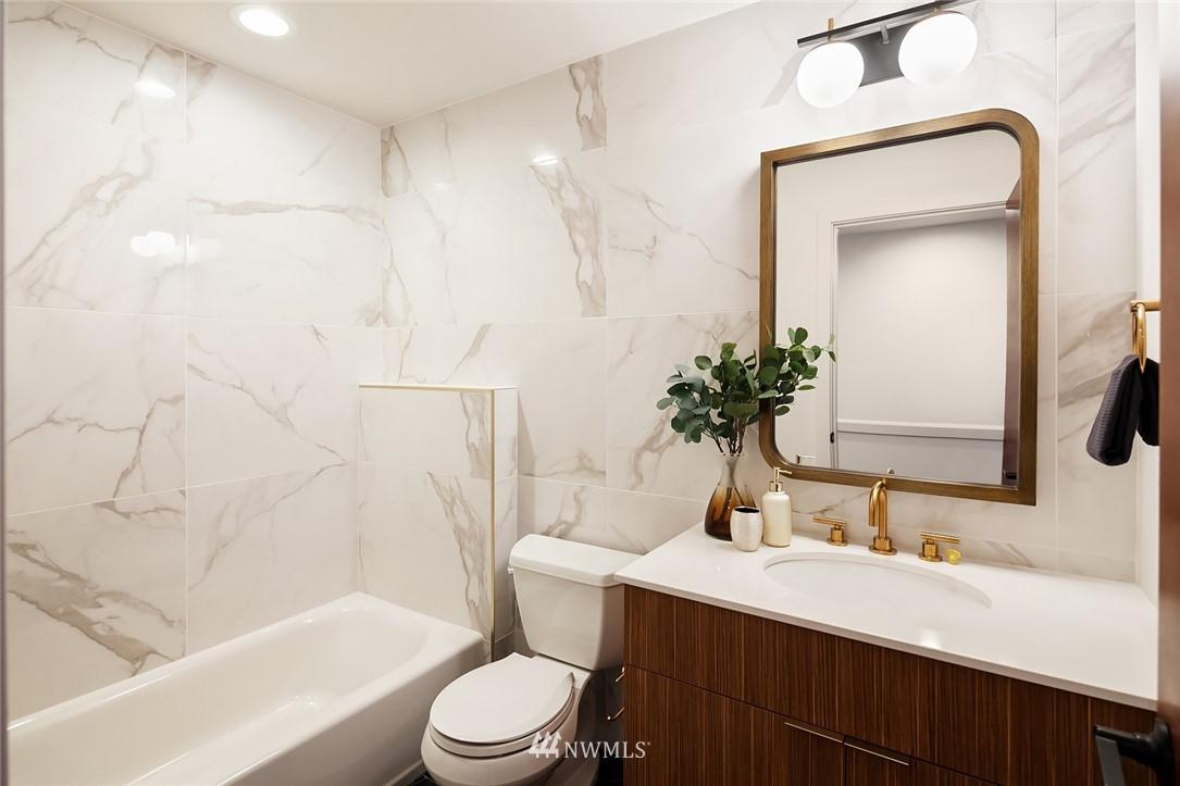 Sold Property   304 N 107th Street Seattle, WA 98133 11