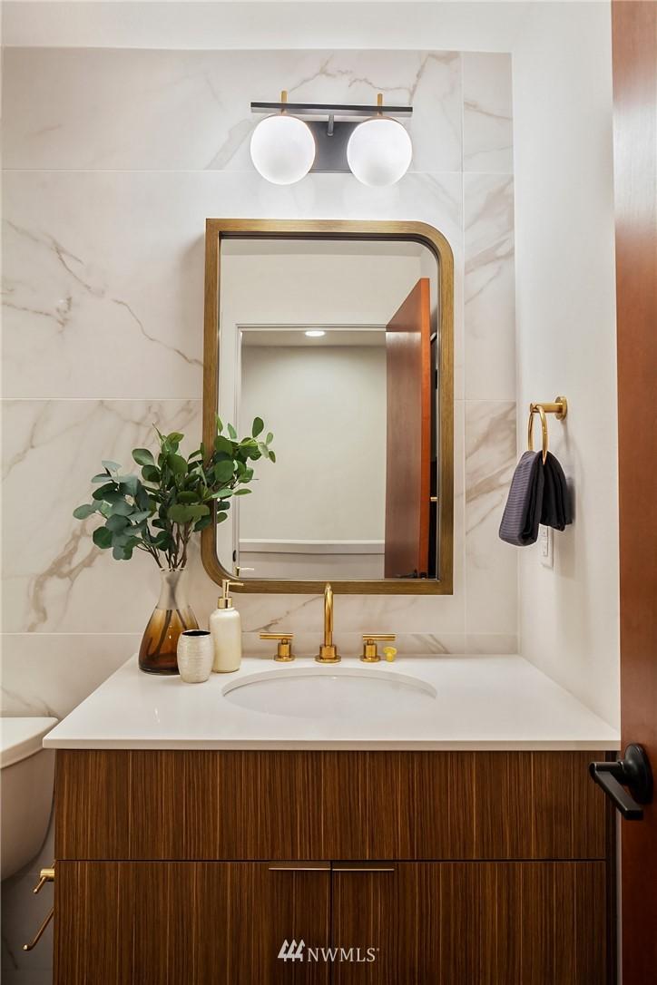 Sold Property   304 N 107th Street Seattle, WA 98133 13