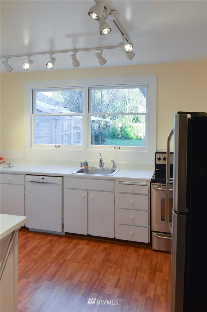 Sold Property | 4720 47th Avenue NE Seattle, WA 98105 8