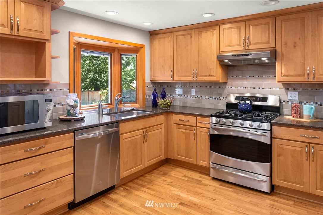 Sold Property   2944 162nd Avenue SE Bellevue, WA 98008 6