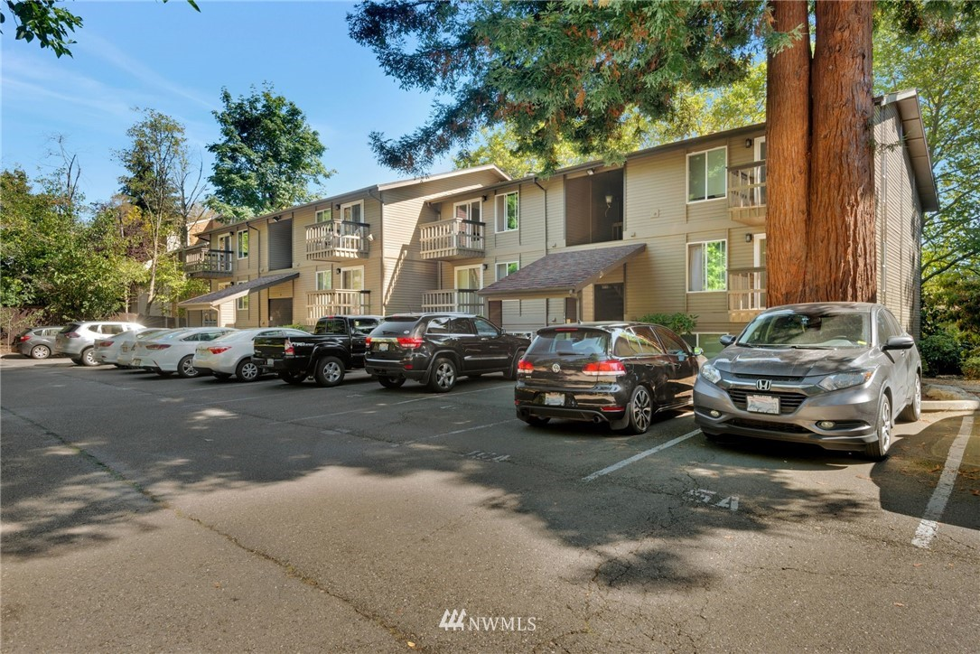 Sold Property | 14630 NE 35th Street #303 Bellevue, WA 98007 11