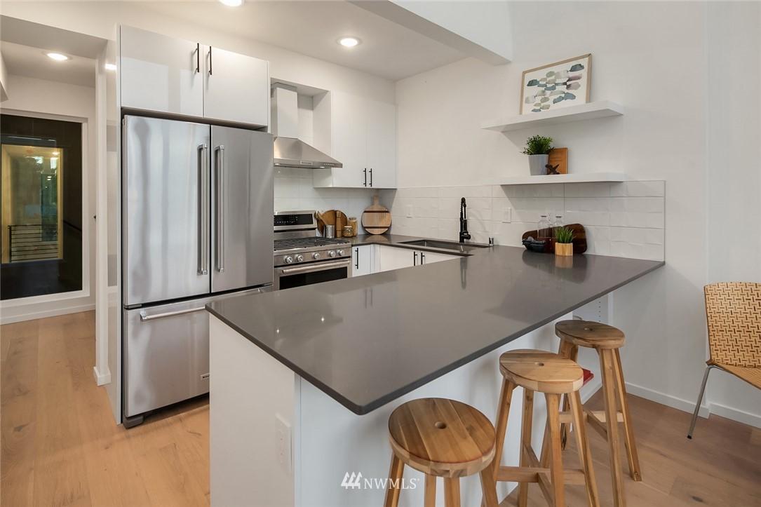 Sold Property   2616 E Yesler Way Seattle, WA 98122 9