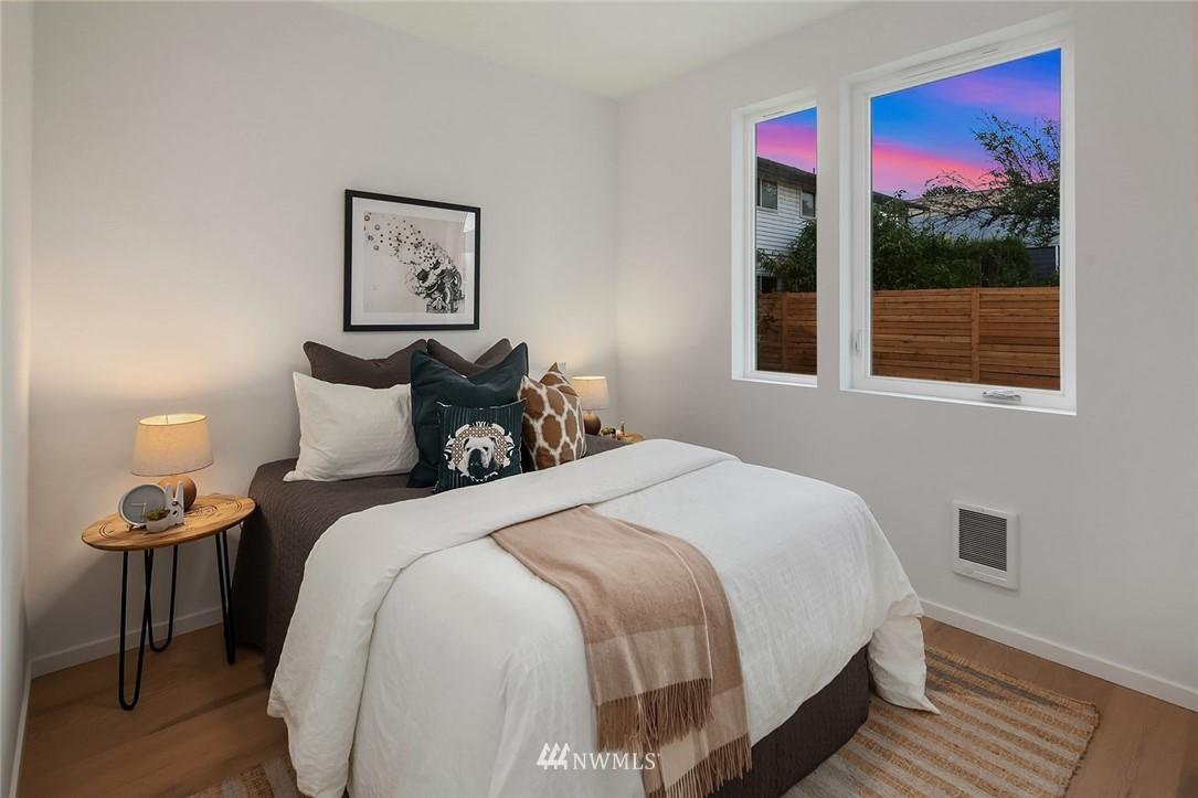 Sold Property   2616 E Yesler Way Seattle, WA 98122 14