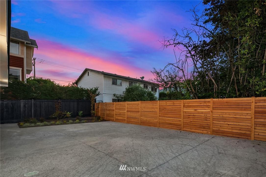 Sold Property   2616 E Yesler Way Seattle, WA 98122 21