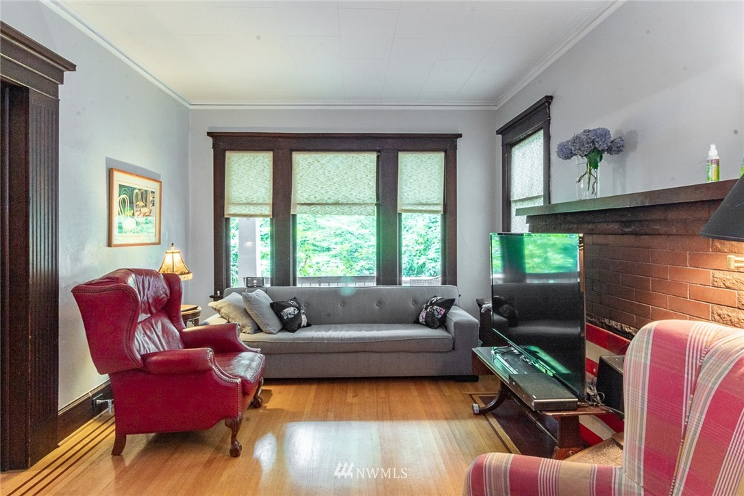 Sold Property | 931 19th Avenue E Seattle, WA 98112 4