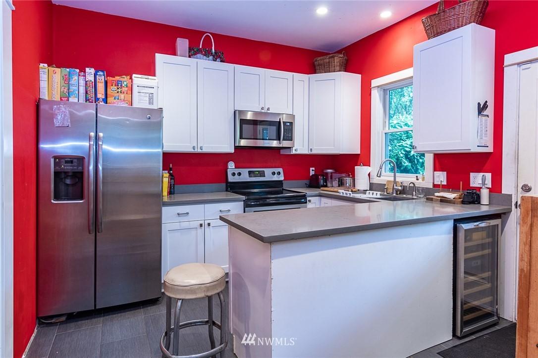 Sold Property | 931 19th Avenue E Seattle, WA 98112 7