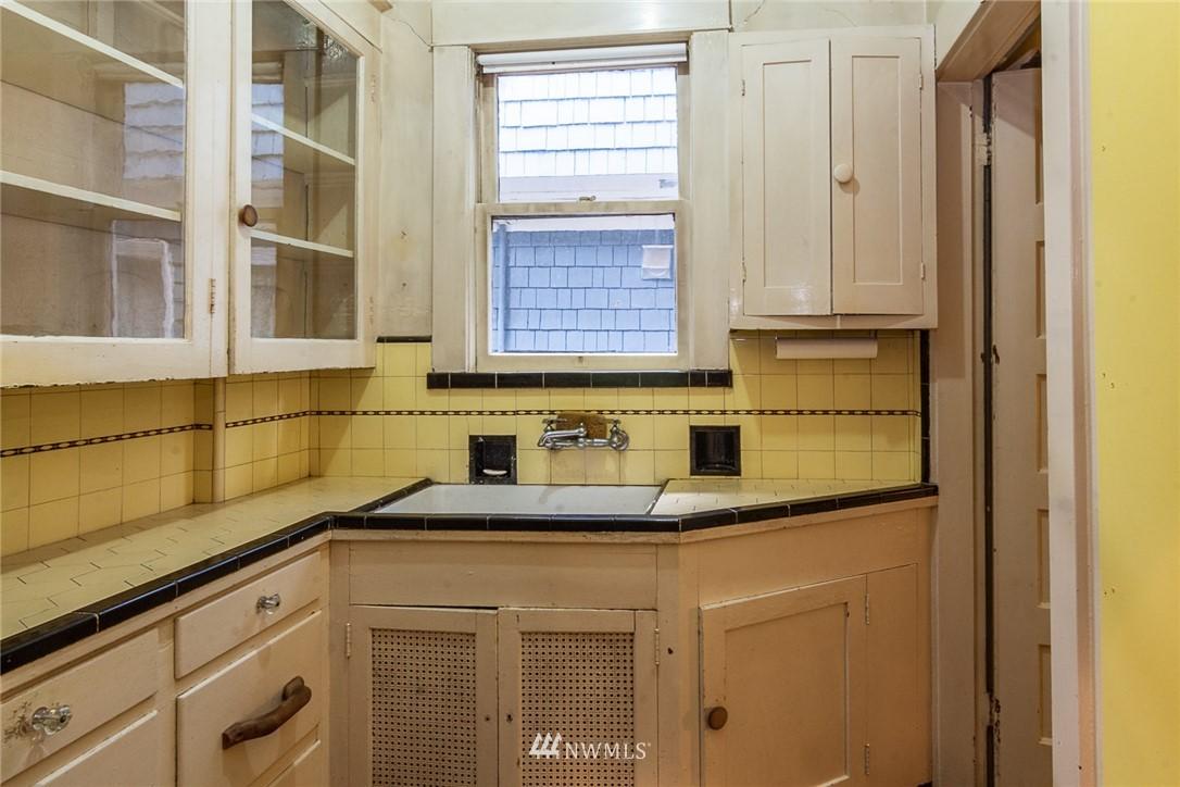 Sold Property | 931 19th Avenue E Seattle, WA 98112 10