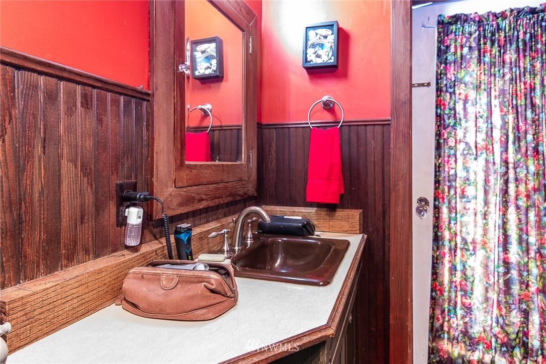 Sold Property | 931 19th Avenue E Seattle, WA 98112 15