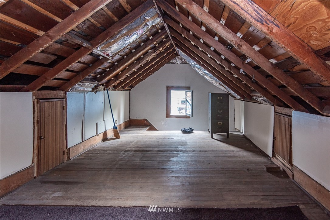 Sold Property | 931 19th Avenue E Seattle, WA 98112 16
