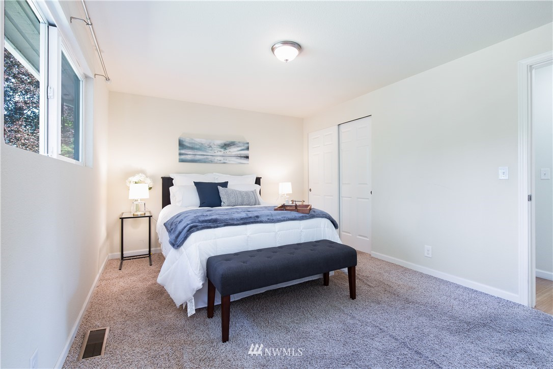 Sold Property   13311 17th Avenue NE Seattle, WA 98125 7