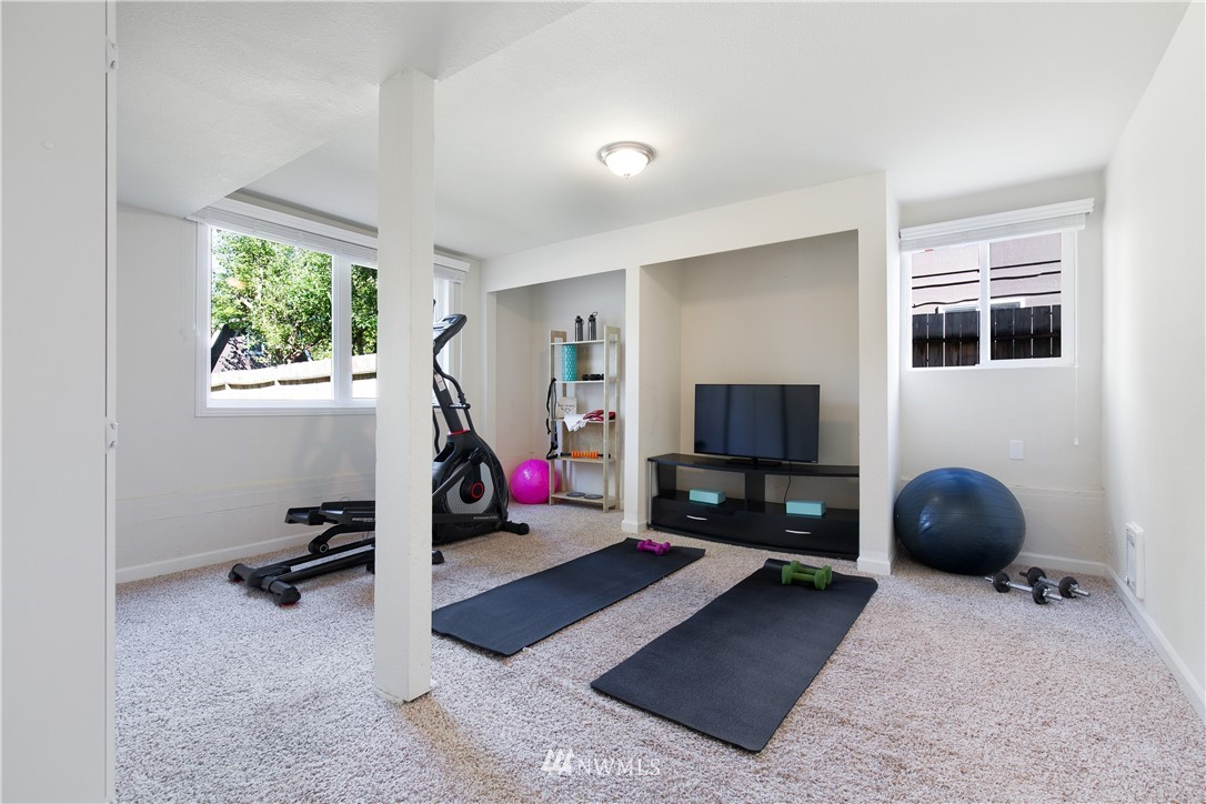 Sold Property   13311 17th Avenue NE Seattle, WA 98125 15