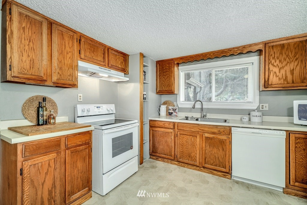 Sold Property | 14054 17th Avenue NE Seattle, WA 98125 8