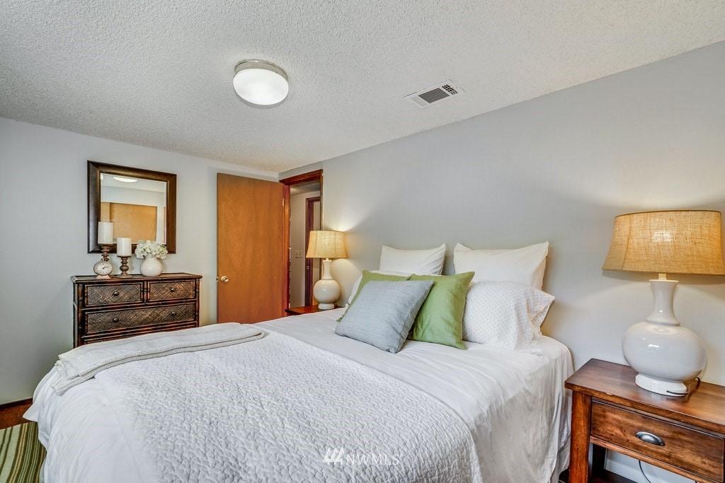 Sold Property | 14054 17th Avenue NE Seattle, WA 98125 12