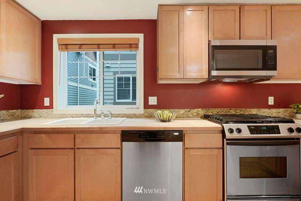 Sold Property   10504 Whitman Avenue N #A Seattle, WA 98133 8