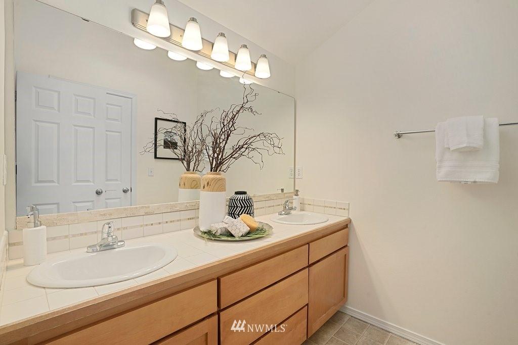 Sold Property   10504 Whitman Avenue N #A Seattle, WA 98133 21