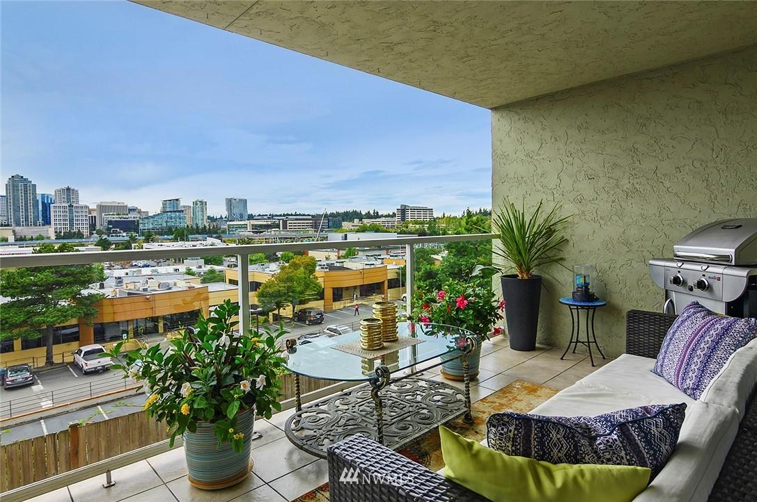 Sold Property | 701 122nd Avenue NE #204 Bellevue, WA 98005 1
