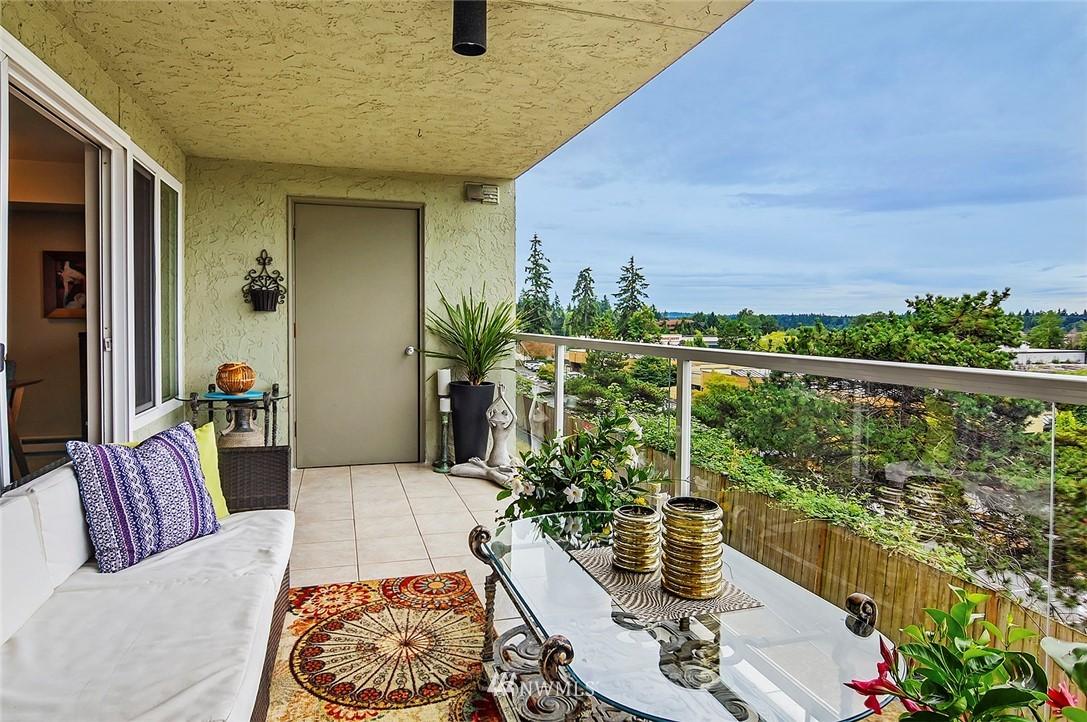 Sold Property | 701 122nd Avenue NE #204 Bellevue, WA 98005 2
