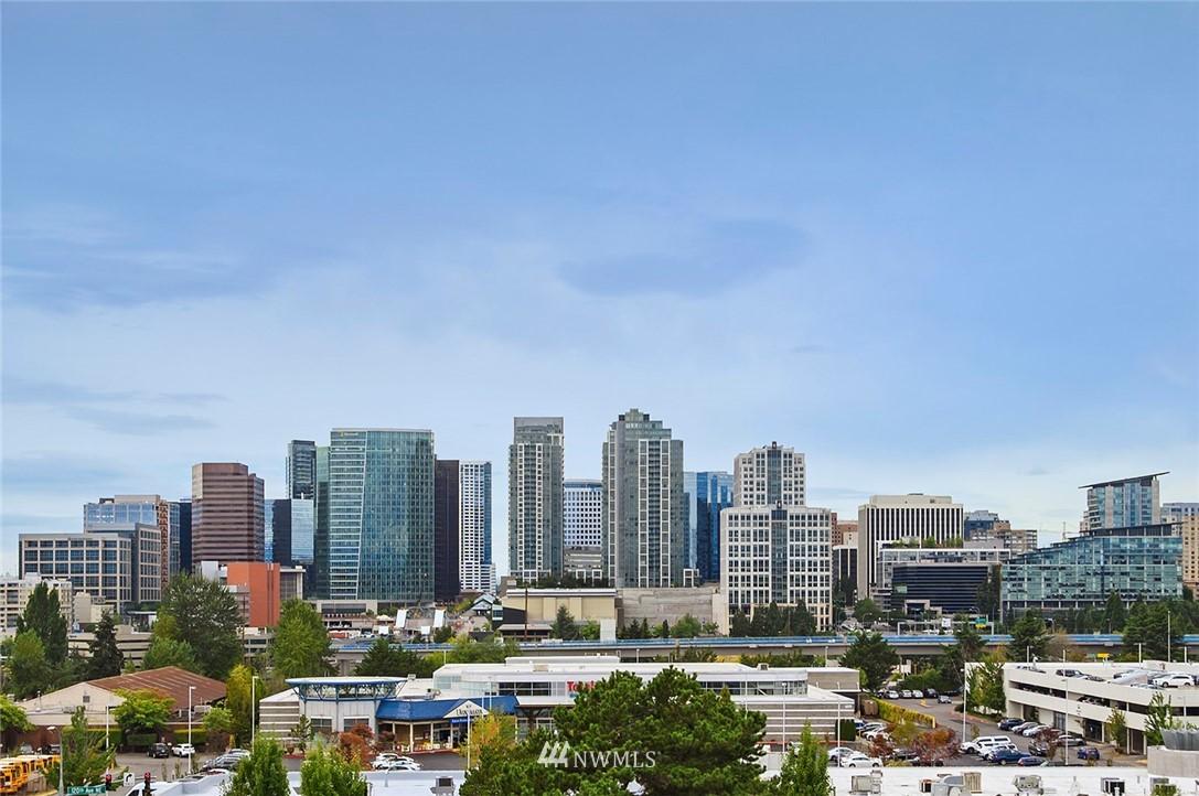 Sold Property | 701 122nd Avenue NE #204 Bellevue, WA 98005 3