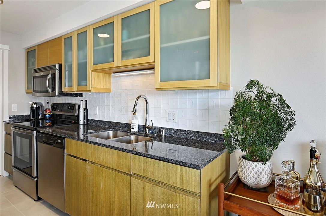 Sold Property | 701 122nd Avenue NE #204 Bellevue, WA 98005 8