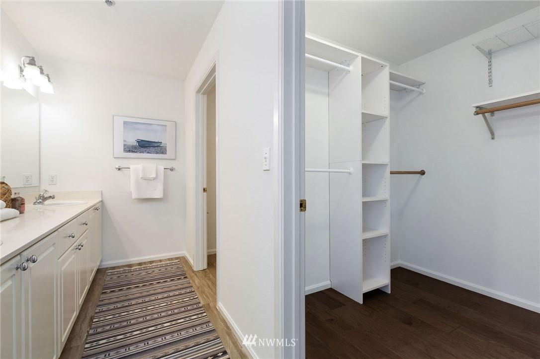 Sold Property | 2419 8th Avenue N #201 Seattle, WA 98109 15