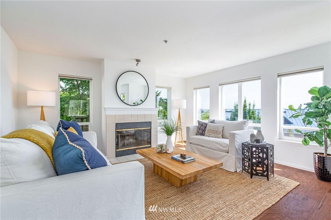 Sold Property | 2419 8th Avenue N #201 Seattle, WA 98109 3