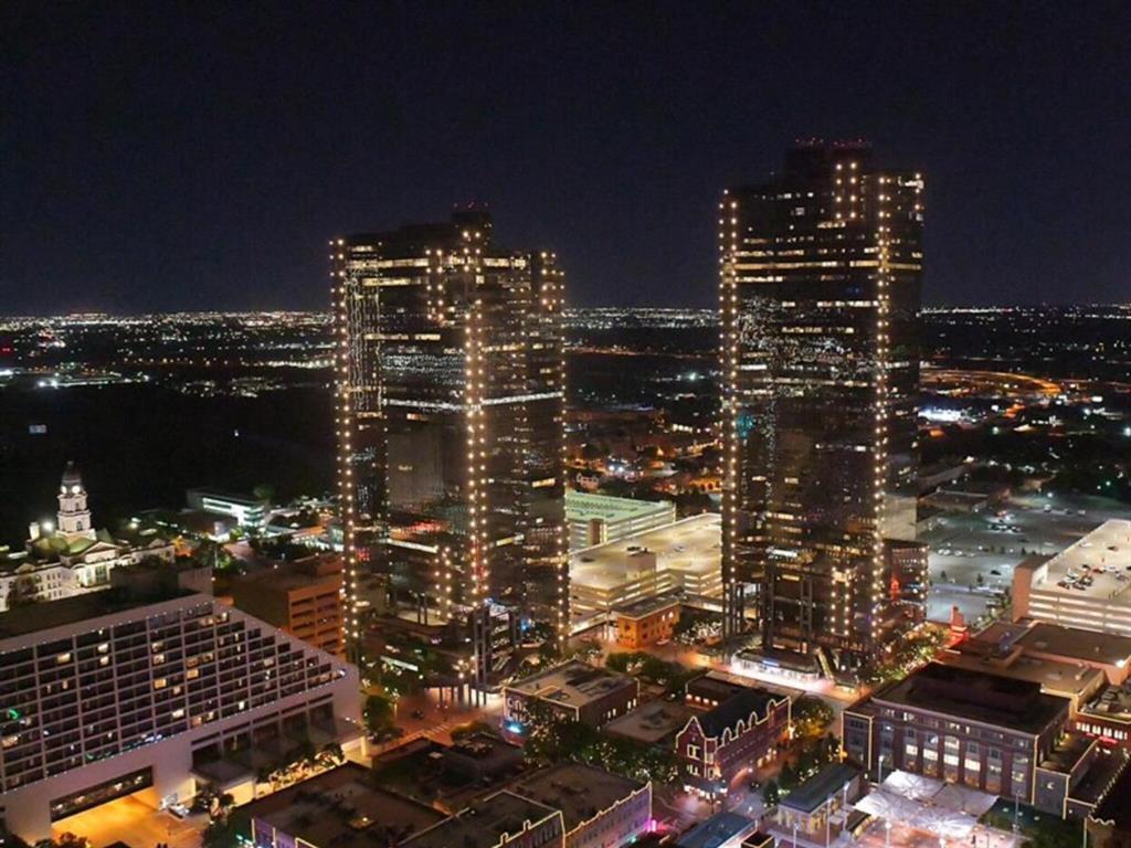 Pending | 500 Throckmorton Street #3301 Fort Worth, Texas 76102 0