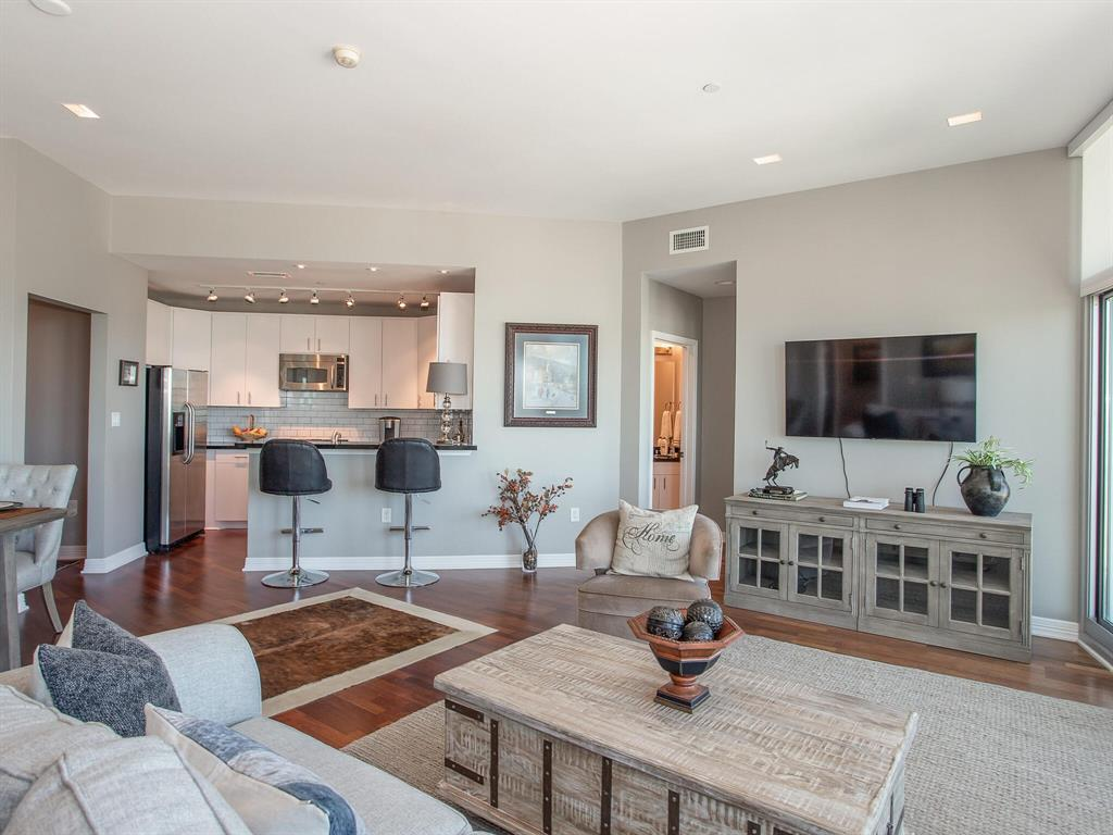 Pending | 500 Throckmorton Street #3301 Fort Worth, Texas 76102 14