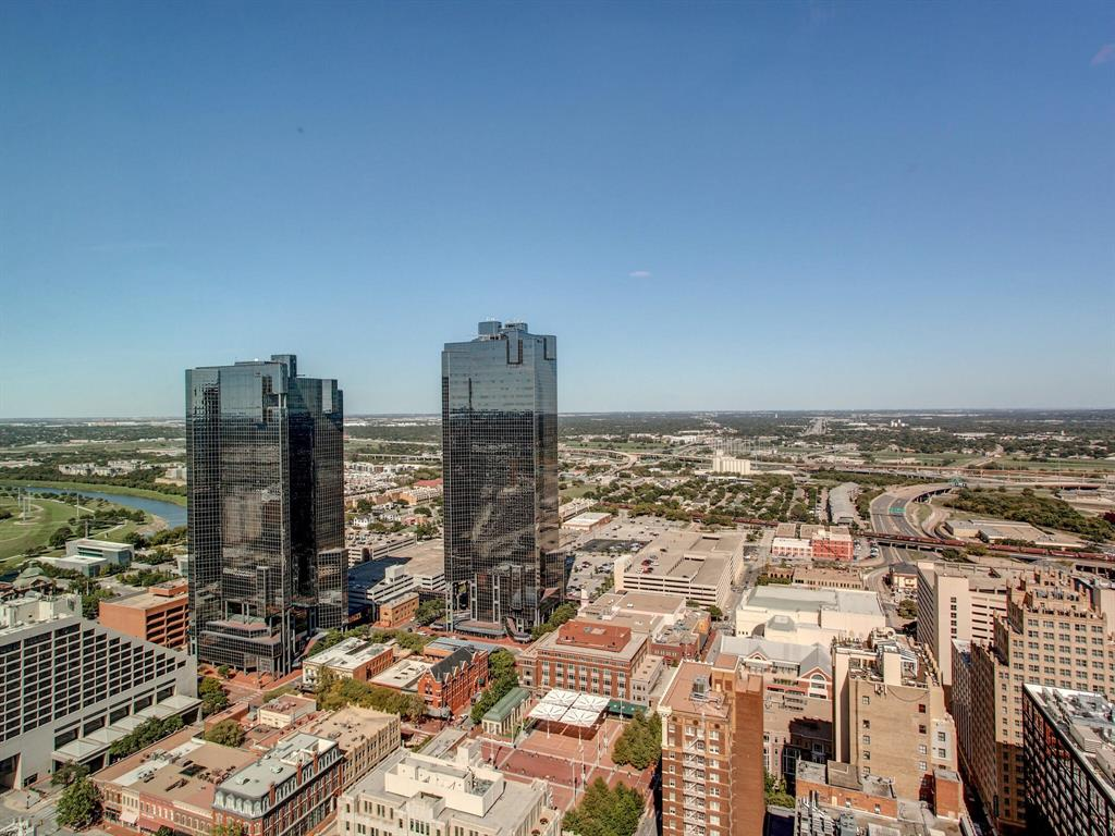 Pending | 500 Throckmorton Street #3301 Fort Worth, Texas 76102 7