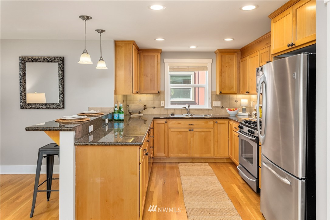 Sold Property | 3824 Whitman Avenue N #A Seattle, WA 98103 6