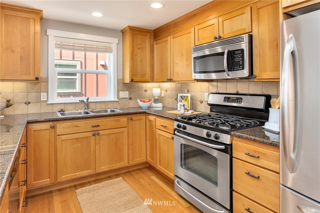 Sold Property | 3824 Whitman Avenue N #A Seattle, WA 98103 8