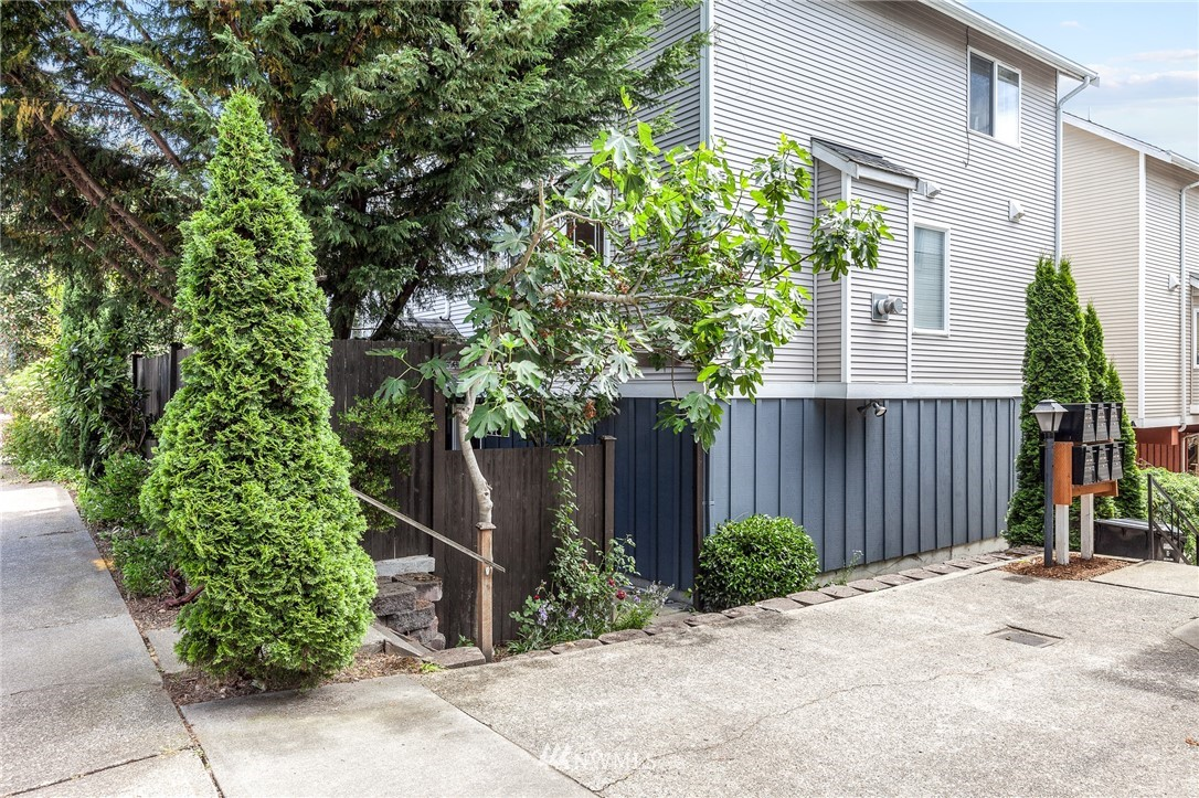 Sold Property | 1143 N 93rd Street #A Seattle, WA 98103 21