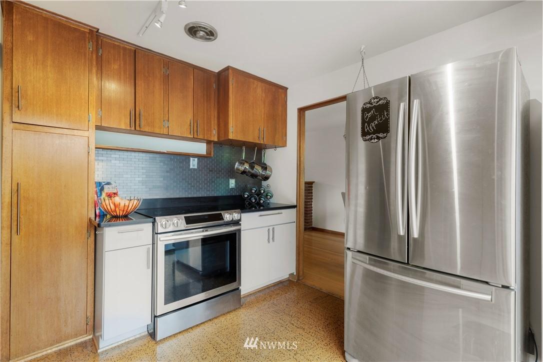 Sold Property | 7016 Brighton Lane S Seattle, WA 98118 6