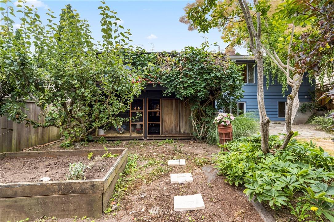 Sold Property | 7016 Brighton Lane S Seattle, WA 98118 25