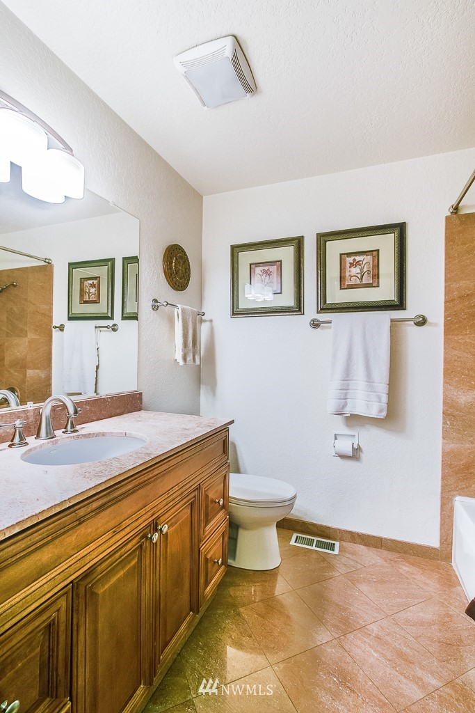 Sold Property | 13501 39th Avenue NE Seattle, WA 98125 12
