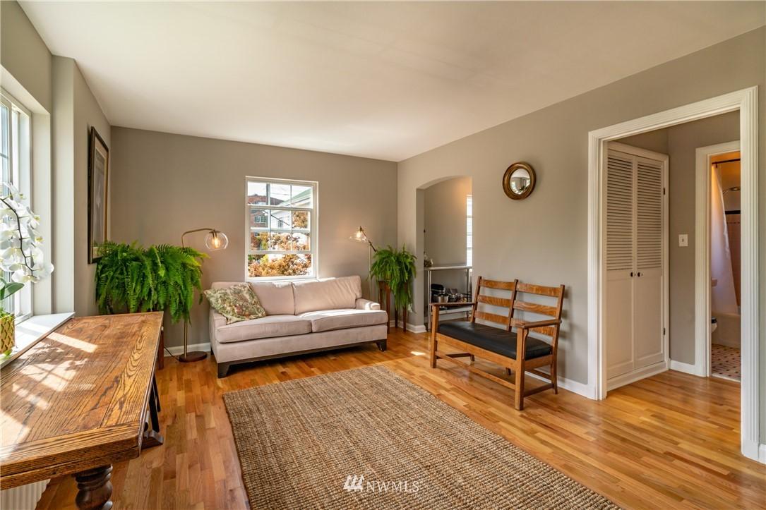 Sold Property | 7866 Green Lake Drive N #4 Seattle, WA 98103 4