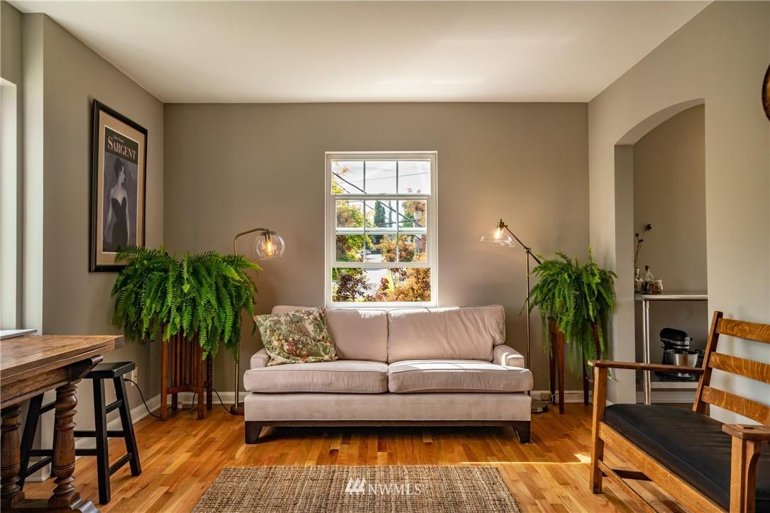 Sold Property | 7866 Green Lake Drive N #4 Seattle, WA 98103 5
