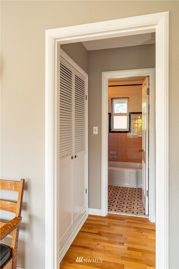 Sold Property | 7866 Green Lake Drive N #4 Seattle, WA 98103 11