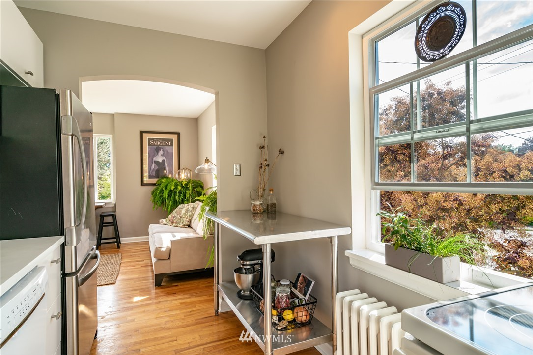 Sold Property | 7866 Green Lake Drive N #4 Seattle, WA 98103 8