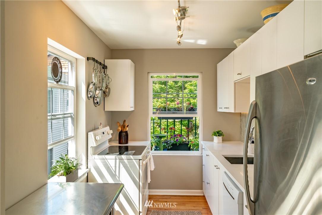 Sold Property | 7866 Green Lake Drive N #4 Seattle, WA 98103 9