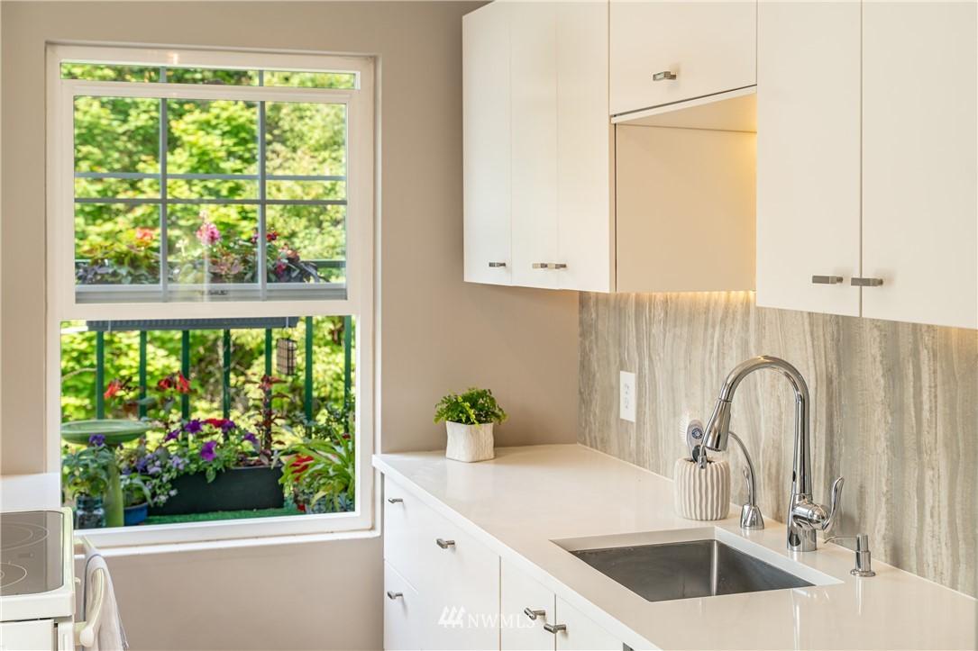 Sold Property | 7866 Green Lake Drive N #4 Seattle, WA 98103 10