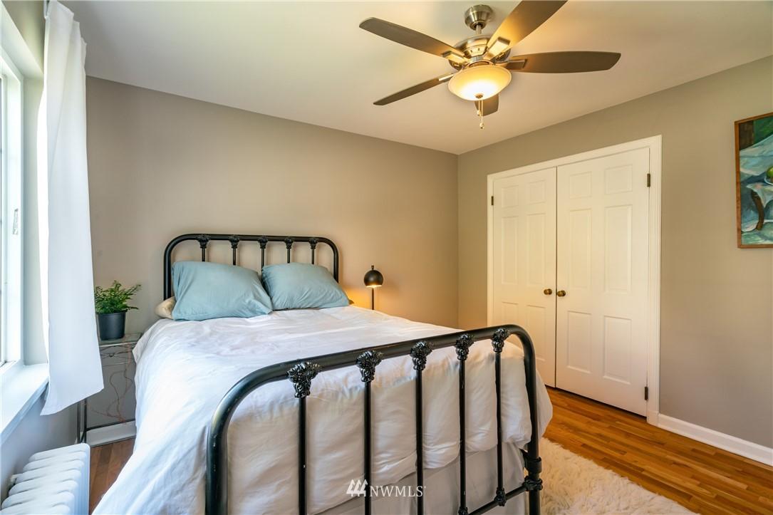 Sold Property | 7866 Green Lake Drive N #4 Seattle, WA 98103 12