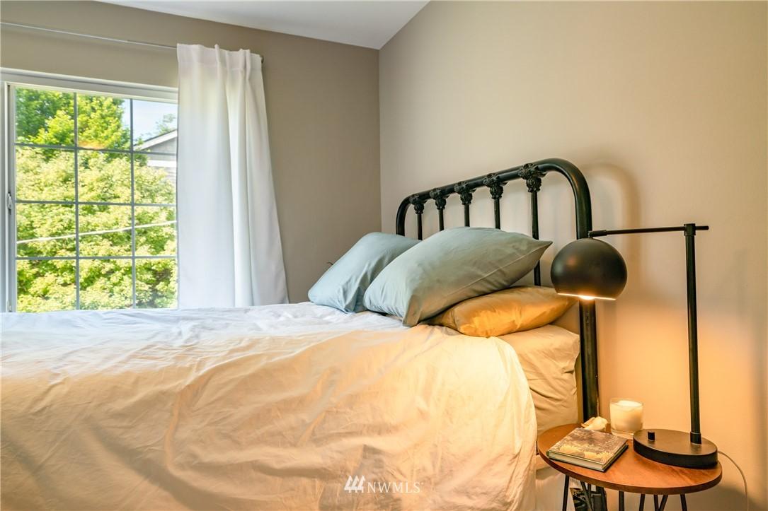 Sold Property | 7866 Green Lake Drive N #4 Seattle, WA 98103 13