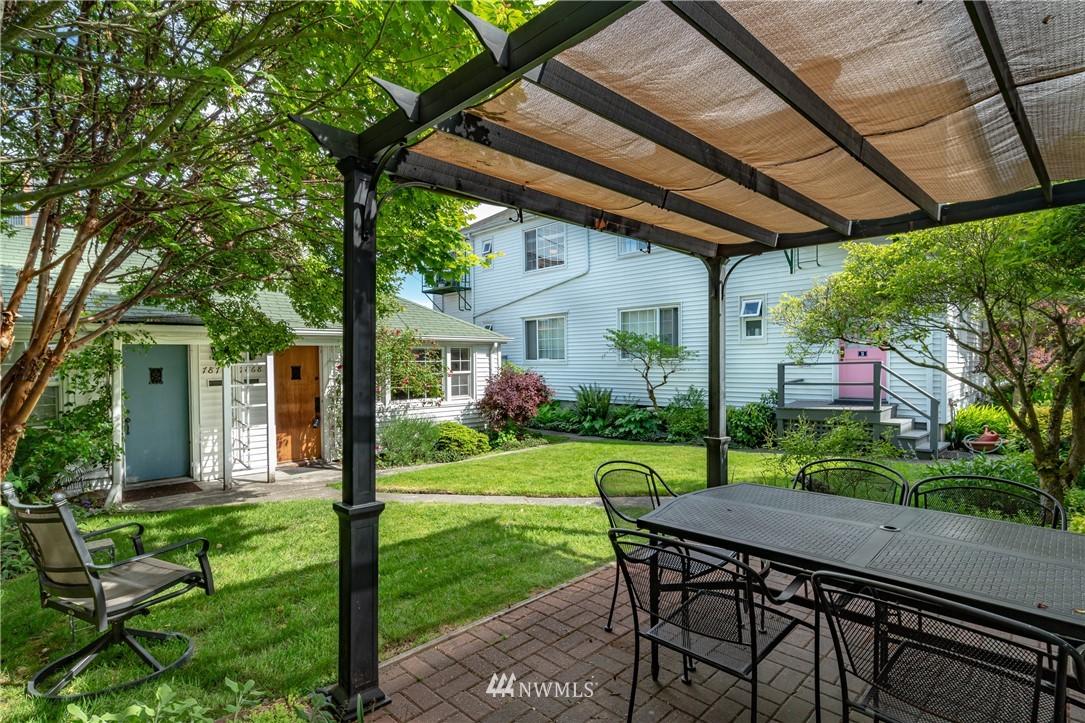 Sold Property | 7866 Green Lake Drive N #4 Seattle, WA 98103 17