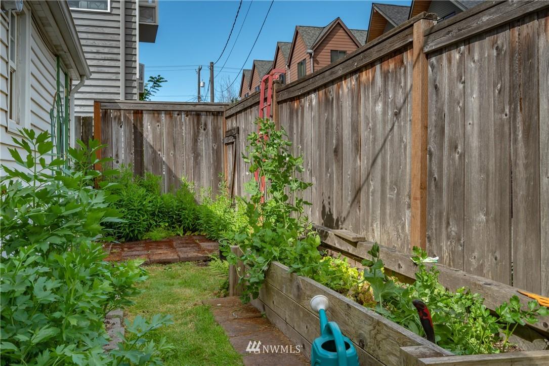 Sold Property | 7866 Green Lake Drive N #4 Seattle, WA 98103 18