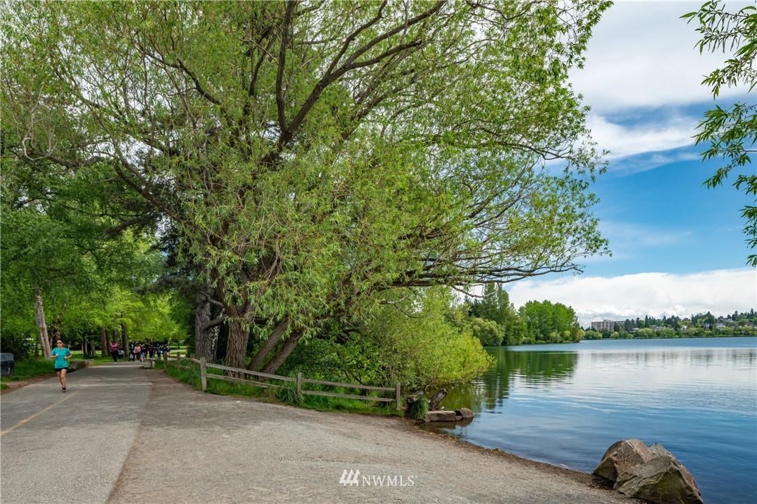Sold Property | 7866 Green Lake Drive N #4 Seattle, WA 98103 19