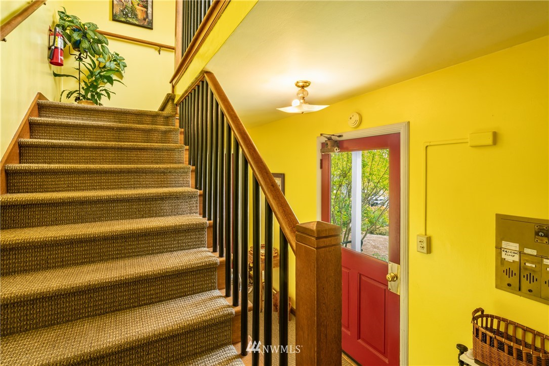 Sold Property | 7866 Green Lake Drive N #4 Seattle, WA 98103 1