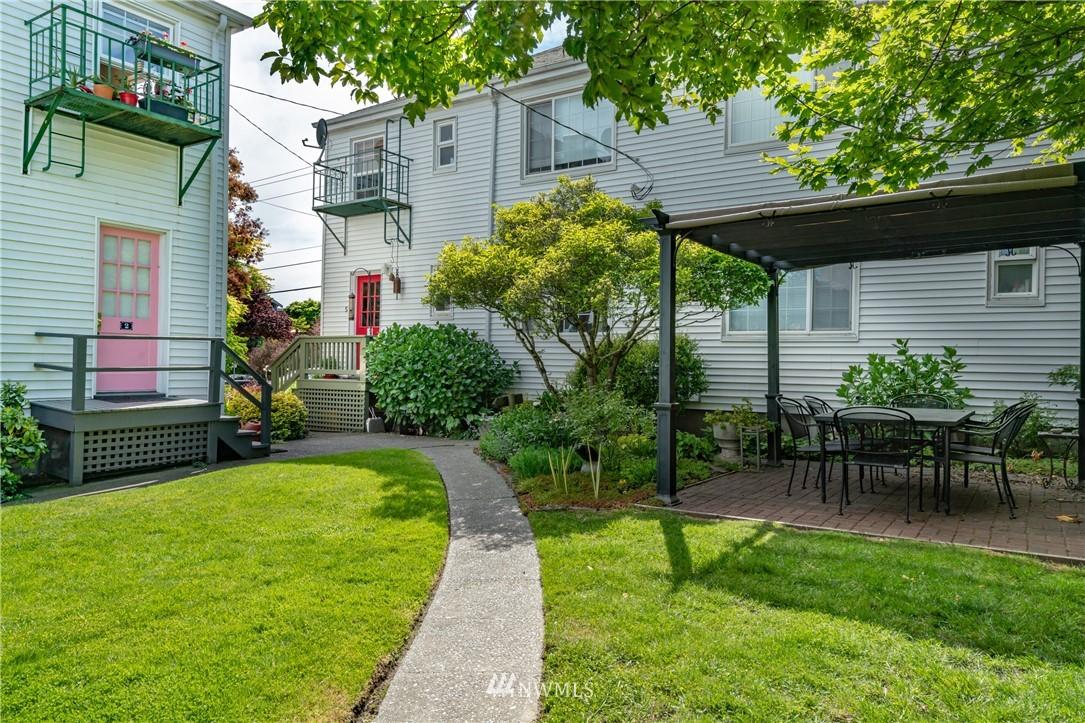 Sold Property | 7866 Green Lake Drive N #4 Seattle, WA 98103 16