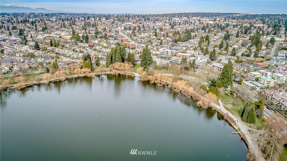 Sold Property | 7866 Green Lake Drive N #4 Seattle, WA 98103 24